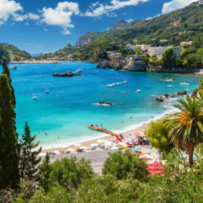 7 days Corfu at a great 3* hotel with breakfast, flights & transfer from just 3084 DKK
