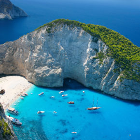 Greece: 7 days on Zakynthos at great 3* apartment with flights & transfer from just 1699 DKK