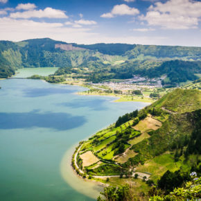 Azores: 8 days at a great 4* beach-hotel with breakfast & flights for just 2698 DKK