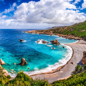 Amazing: Roundtrip flights to Sardinia incl. luggage for only 248 kr