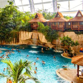 2 days at Tropical Islands near Berlin with tent & breakfast from 379 kr