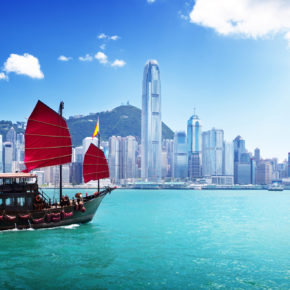 Roundtrip flights to Hong Kong with luggage only 2750 kr