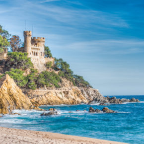 Sunny Spain: 7 days Costa Brava at 3* hotel with half borad, flights & transfers only 2734kr