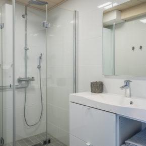 Iisakki Village Bathroom