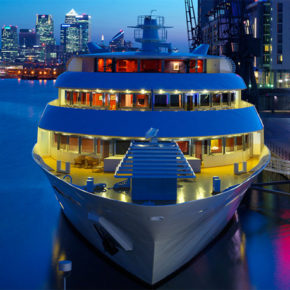 On the water: 2 days London with overnight on a yacht with breakfast only 806 kr